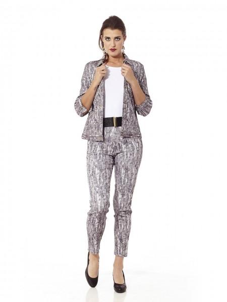 Conjunto cazadora pantalón estampado gris