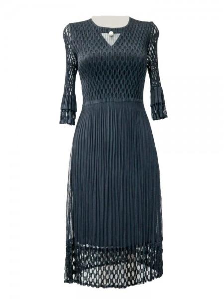 Vestido plisado marino con rejilla en parte superior, brazos y bajos