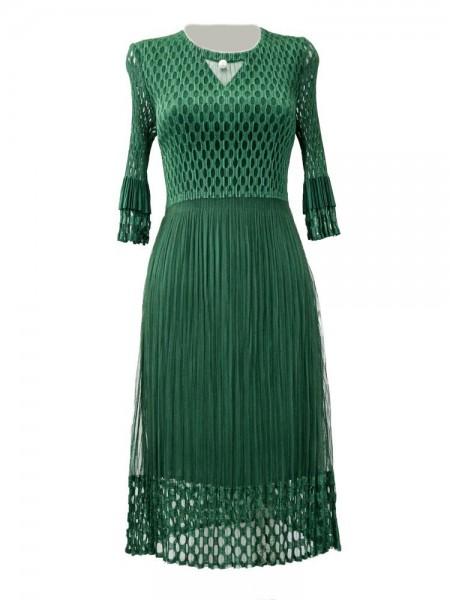 Vestido plisado verde con rejilla en parte superior, brazos y bajos